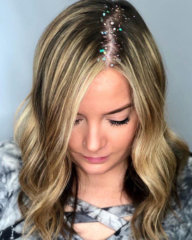 Shadow root with a little #glitterroots ✨ ✨  #razzmatazzhairstudio #bestofcapecod #bestofcapecodlife #capecodhair #capecodhairstylist #capecodsalon #ittakesapro #balayage #hairwaves #glitterroots #maneinterest #hairgoals #behindthechair #btcfirstfeature #bestofbalayage #foilayage #redkenshadeseq #hairglitter #faceframinghighlights #moneypiece #americansalon #licensedtocreate #beautylaunchpad #honeyblondehair