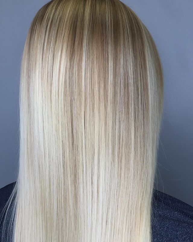Summer hair ☀️ . .  This blonde beauty had a demineralizing treatment to remove well water from hair and then we brightened up her ends with a little balayage technique. (Yes it's a technique not a look) . . #razzmatazzhairstudio #capecodhair #capecodhairsalon #capecodstylist #redkenshadeseq #ittakesapro #moroccanoilpro #behindthechair #btcfirstfeature #balayagehair #bestofcapecodlife #hairinspo #haircolorist #showmethebalayage #blendedhair #americansalon #modernsalon #maneinterest