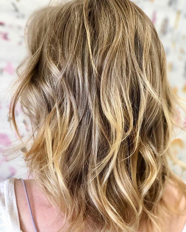 Summer vibes 🌊 . . . #razzmatazzhairstudio #capecodhair #capecodhairsalon #capecodstylist #bestofcapecodlife #balayage #paintedhair #babylights #wavedhair #maneinterest #ittakesapro #btcfirstfeature #behindthechair #modernsalon #saloncentric #cosmoprofbeauty #americansalon #redkenshadeseq #olaplex #licensedtocreate #hairgoals #livedinblonde #masterofbalayage #beautylaunchpad #moroccanoilpro #arganeveryday