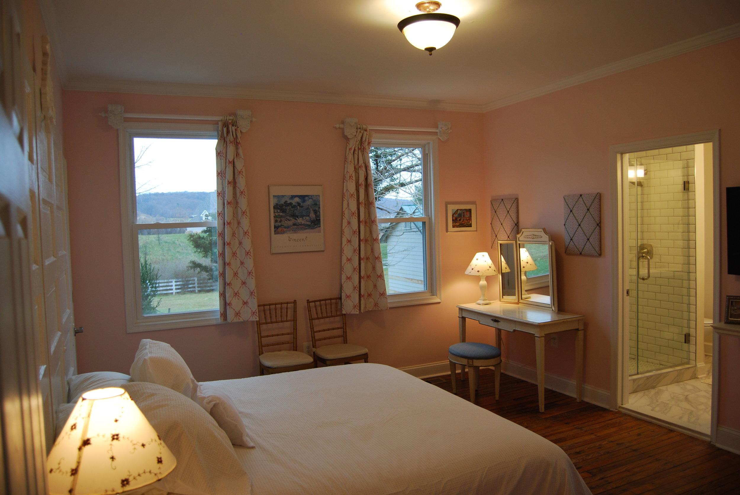 bedroom b1.JPG