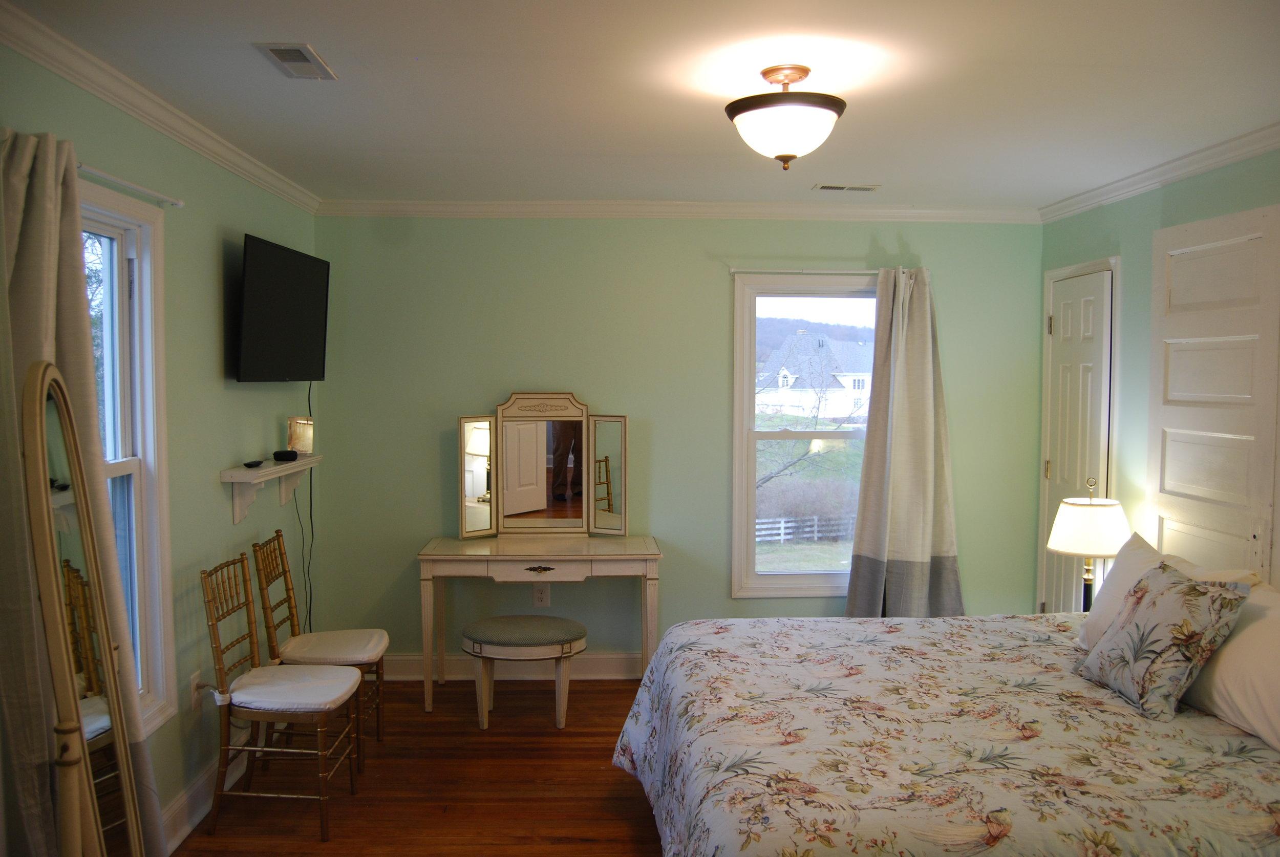 bedroom g2.JPG