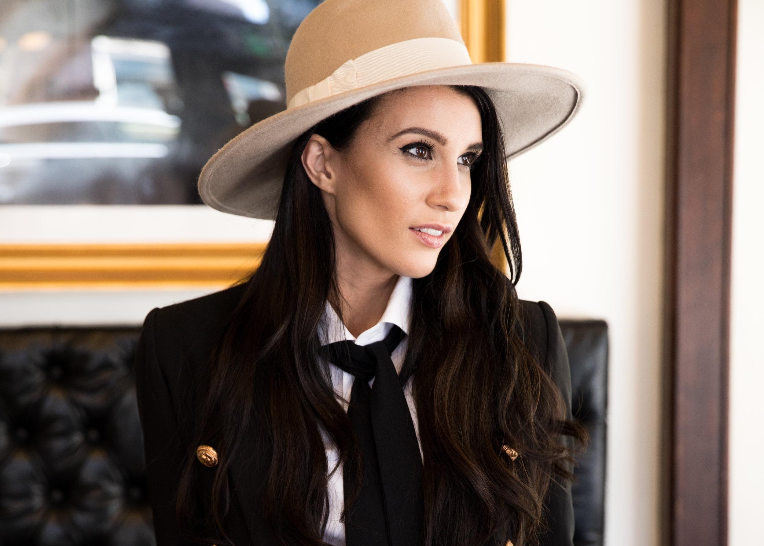 <h2>Elise Gabriel, Paradox Beauty</h2>