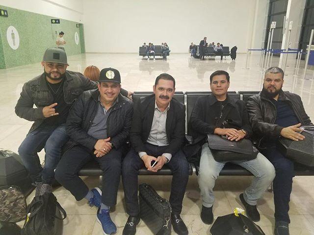 En camino a los ultimos compromisos del ańo, saludos a todos  y nos veremos mañana sábado en Luvianos, Edo de Mexico y el Domingo en Huimilpan, Querétaro #InvasionTucanes #gira2017 #elcentenario #tour2017 #LosTucanesDeTijuana