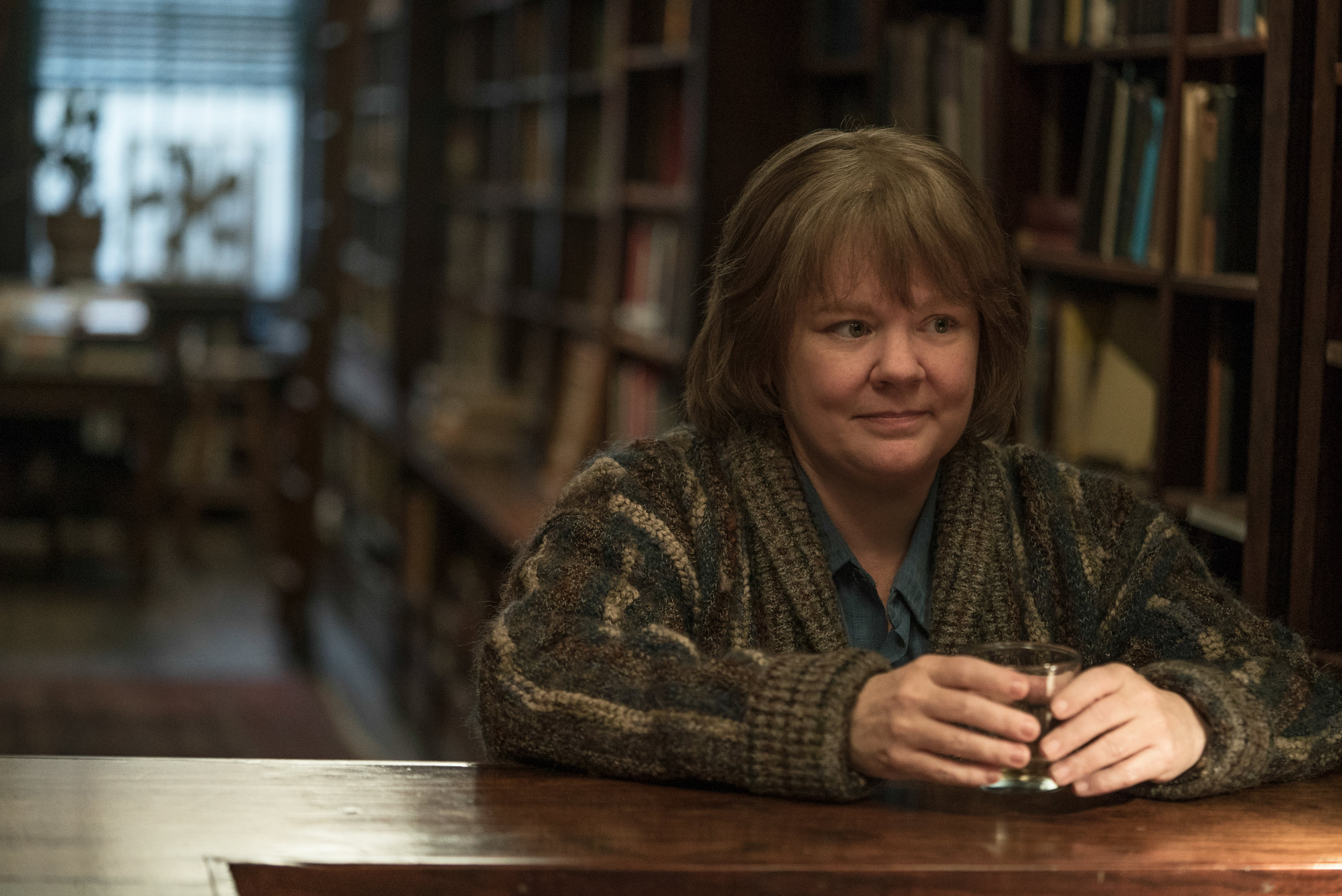 Melissa McCarthy in Can You Ever Forgive Me? Photo by Mary Cybulski. © 2018 Twentieth Century Fox Film Corporation All Rights Reserved
