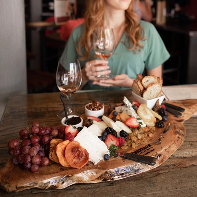 It's Friday... Get yourself a cheeseboard 🧀🍷👌