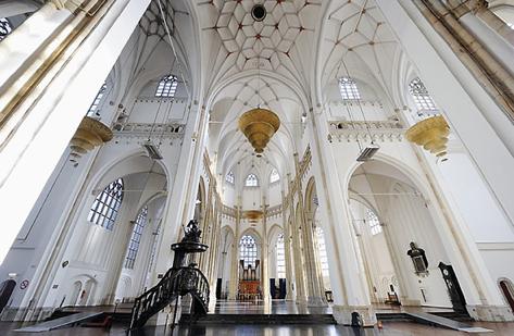 EUSEBIUS Kerk - Ontdek de Eusebius en kijk je ogen uit. Bezoek de prachtige kerkzaal en de grafkelders. De glazen panoramalift brengt u tot 73 meter hoogte met uitzicht over Arnhem en omstreken.www.eusebius.nl