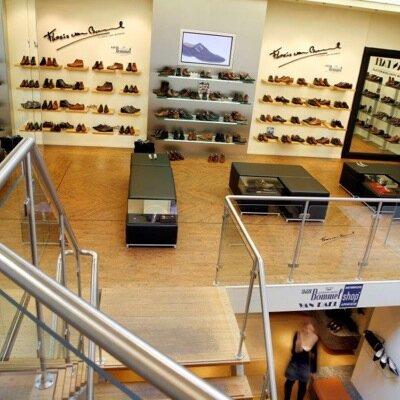 Van Dael Schoenen - Het familiebedrijf Van Dael Schoenen Arnhem bestaat al sinds 1875 en wordt op de dag van vandaag gerund door de 5de generatie schoeninkopers en –verkopers.www.vandaelschoenen.nl