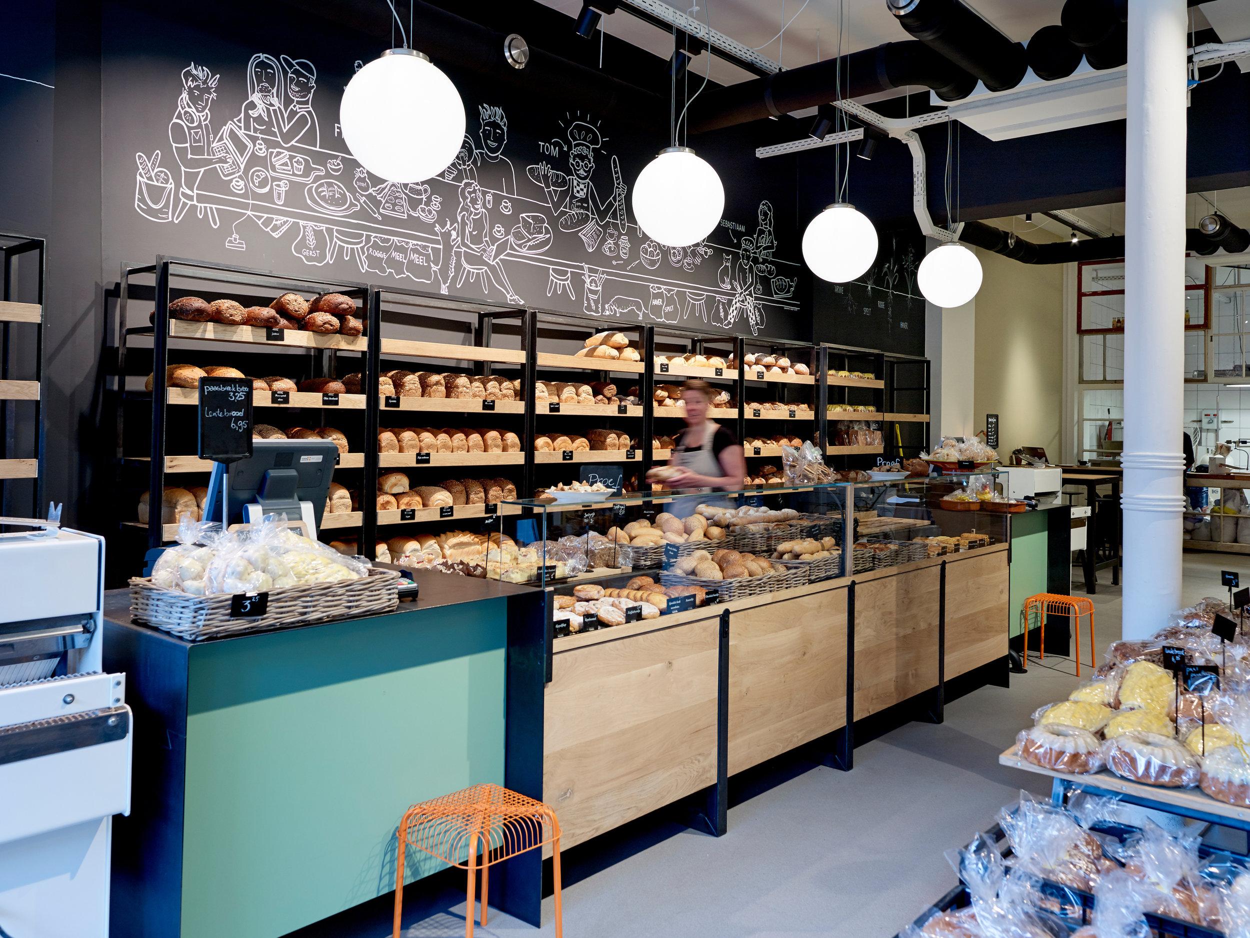 Bakkerij Tom van Otterloo - Bakkerij Tom van Otterloo werkt met een divers team medewerk(st)ers aan Puur ambachtelijk Brood & Meer. Goede smaak vinden wij het allerbelangrijkste. Brood moet lekker zijn. Wij bakken broden van verschillende (lokale) graansoorten en maken onze eigen desemculturen. Ons brood heeft hierdoor een eigen signatuur. Ook voor ontbijt, lunch of koffie met een lekkernij bent u van harte welkom!www.bakkerijtomvanotterloo.nl