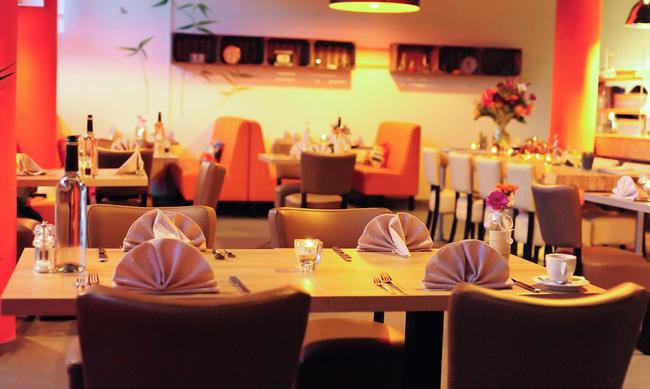 Nisantasi - Het vinden van een restaurant is niet zo moeilijk. Maar het vinden van een eetgelegenheid waar een aparte sfeer heerst, en waar de menukaart je keer op keer voor verrassingen stelt, kost meer tijd. Restaurant 'Nişantaşı' biedt u de combinatie van deze elementen. Bovendien voelt u zich er door de sfeervolle ambiance en hartelijkheid direct op uw gemak. Hierdoor wordt uw bezoek een onvergetelijke gebeurtenis.www.nisantasi.nl