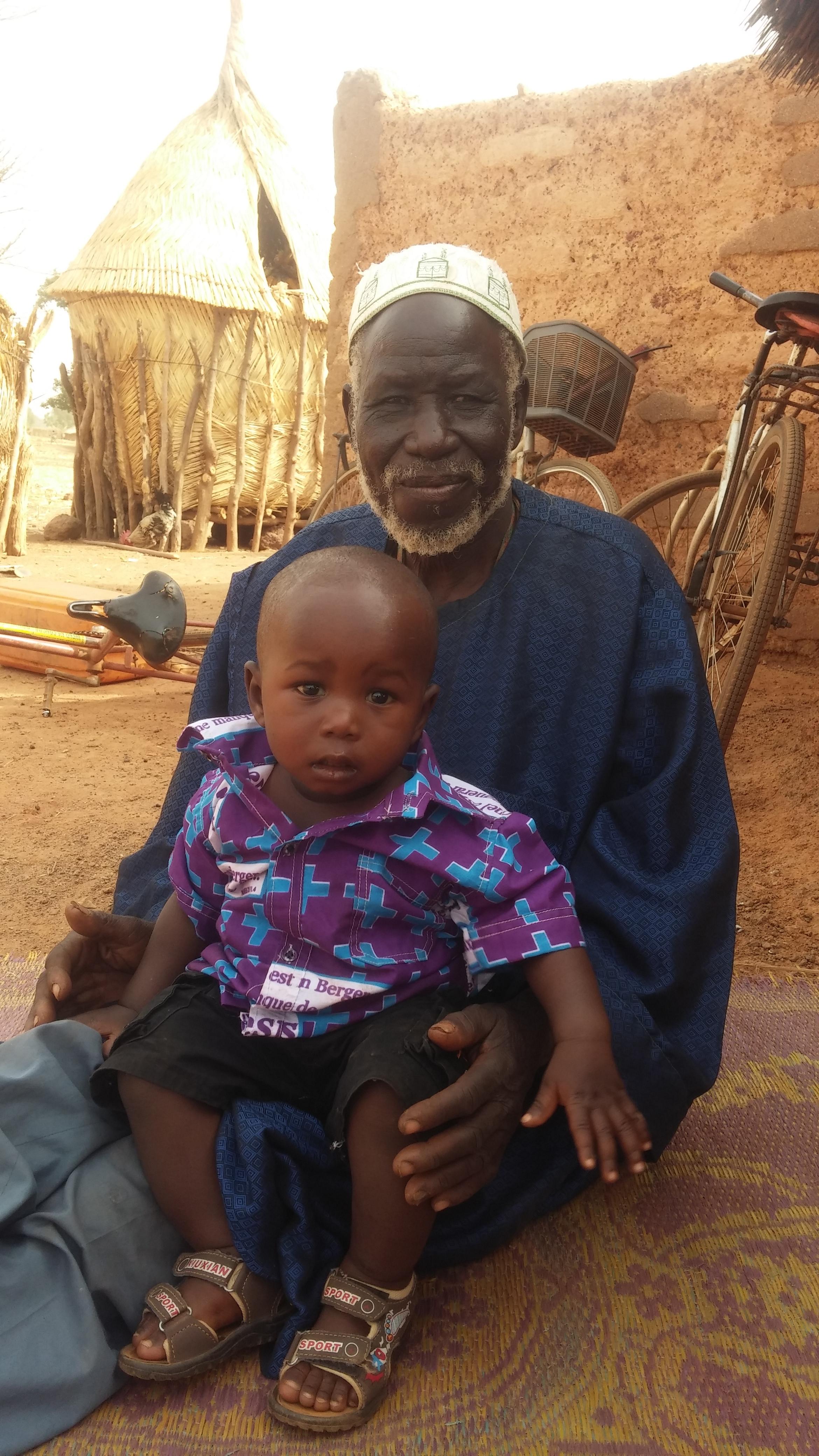Minstesønnen   Gaël og bestefar Bila