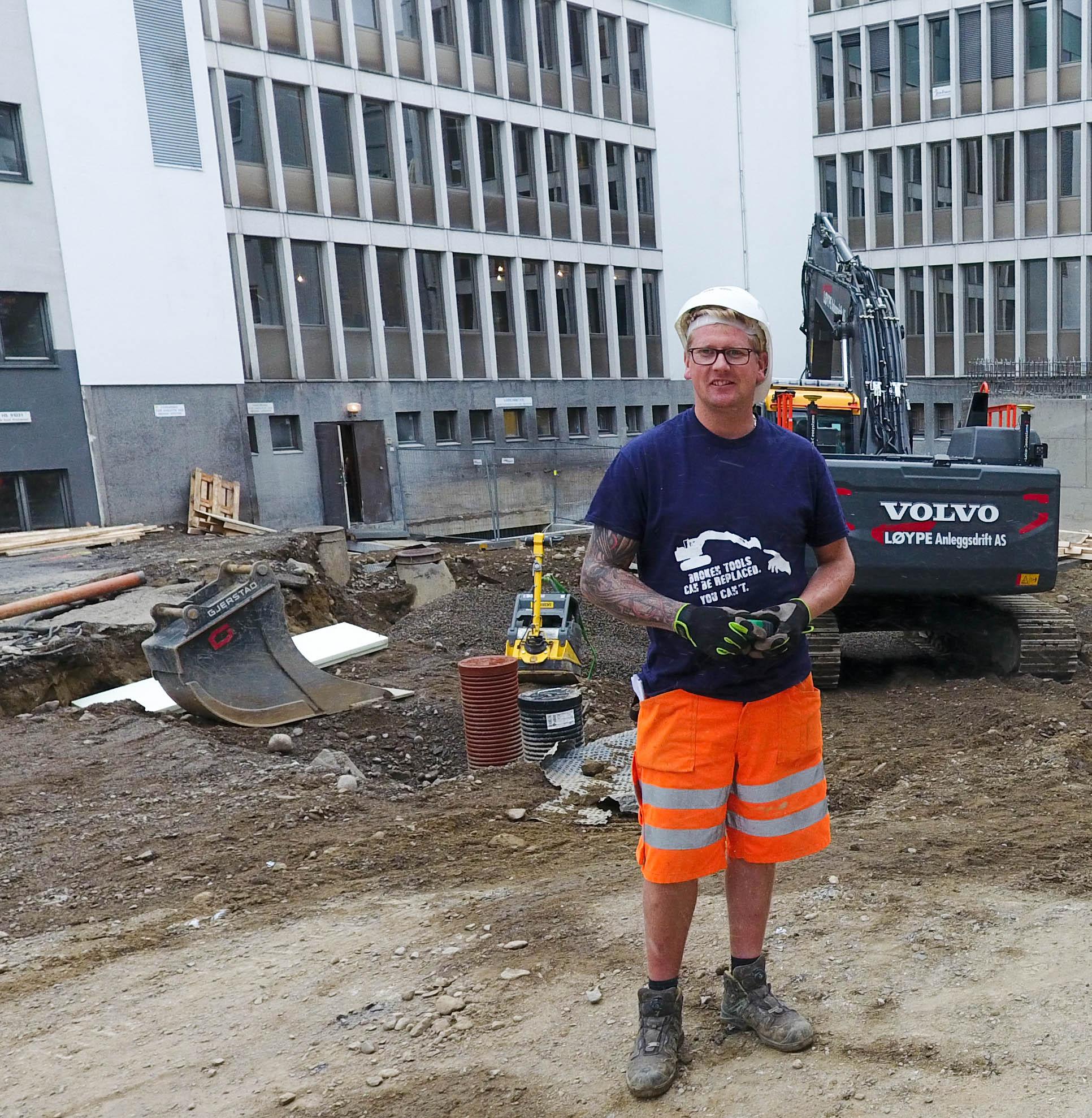 Lucasz på byggeplassen i Kirkegata 55
