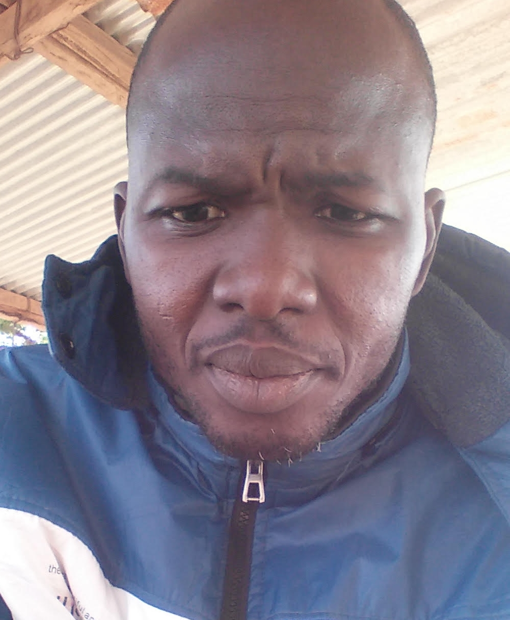 Adama Sawadogo er en lærer Per Tore fikk kontakt med under ett av besøkene i Burkina Faso. Vi kommuniserer jevnlig med Adama om hvordan livet er.