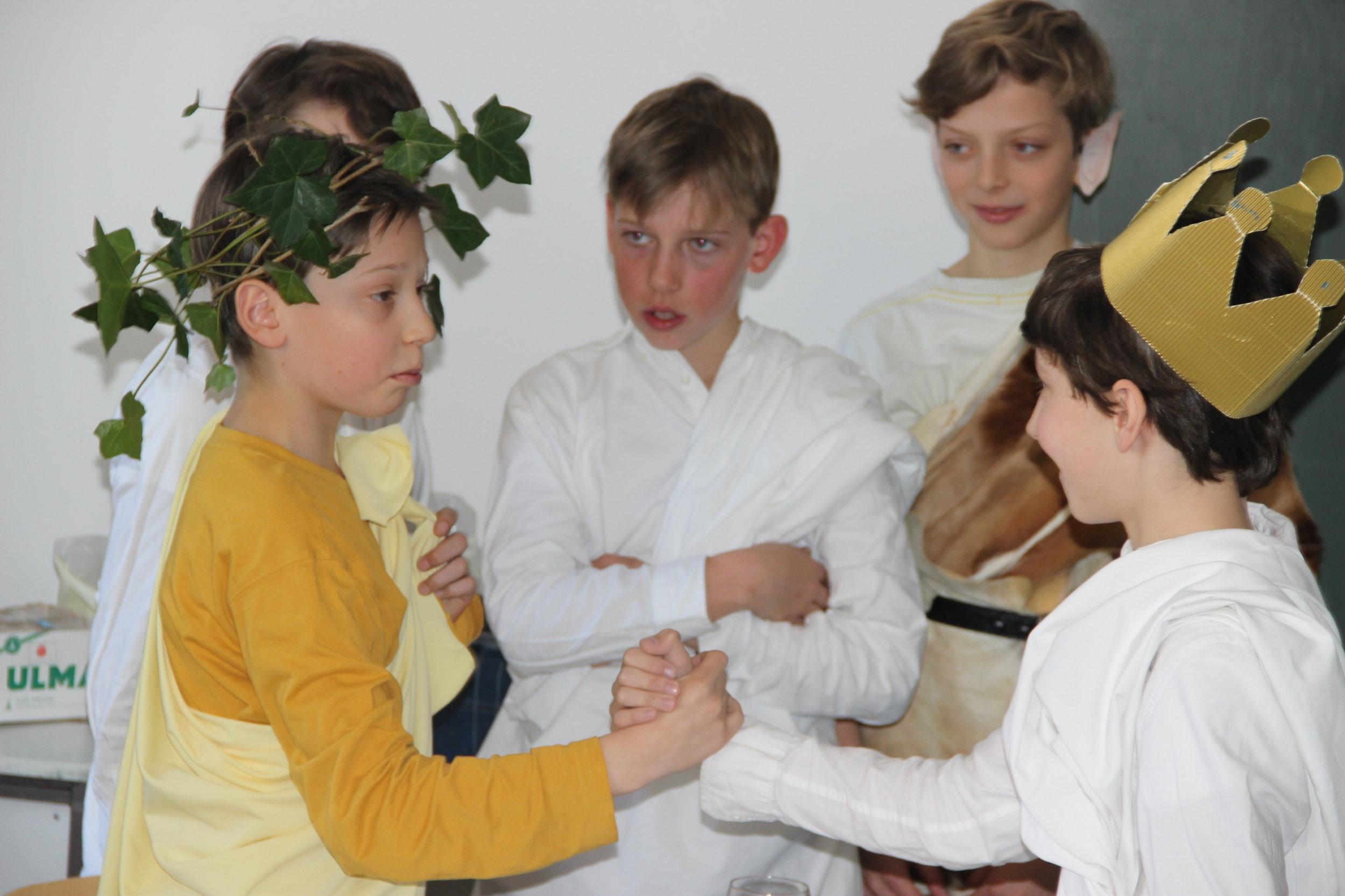 "Klasse 6b (2014): ""Ausflug in die antike Mythologie""; Szenenbild: Midas (Foto: Caroline Schopper)"