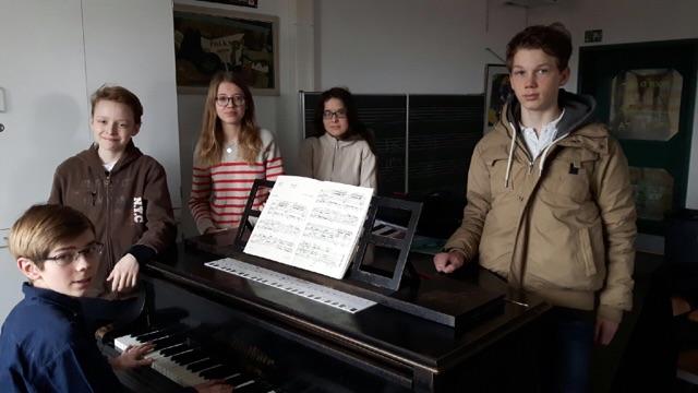 Junge Pianisten Stellen Sich vor