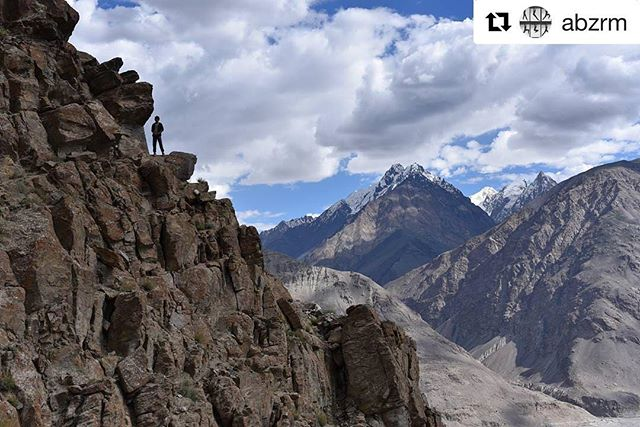 📷 @abzrm ・・・ . For any travel-info . ➡️ www.visitpamirs.com . ⛰🏔🗻🏔⛰ 🚵🏼⛺️🏃🏽🏞 #mountainlife #mountaineering #climbing #trekking #visittajikistan #visitpamirs #pamirhighway #village #travelstories #voyage #nikonartists #bbctravel #photooftheday #picoftheday #wanderlust  #paradise #nature #naturephotography #pamirmountains #roofoftheworld #outdoors #tajikistan #centralasia #wakhan #pamir #pecta #feelthefriendship