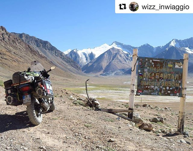 📷 @wizz_inwiaggio ・・・ . For any travel-info . ➡️ www.visitpamirs.com . ⛰🏔Ak-Baital pass 4.655m 🏔⛰ 🚵🏼 #centralasia #mountaineering #climbing #trekking #visittajikistan #visitpamirs #pamirhighway  #landscape #biketour #bikecamping #clouds #bike #cyclinglife #cycling #cold #camping #adventure #mountainlife  #pecta #motorcycle #pamir #wakhan #centralasia