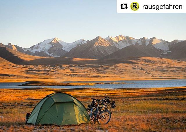 📷 @rausgefahren ・・・ . For any travel-info . ➡️ www.visitpamirs.com . ⛰🏔🗻🏔⛰ 🚵🏼⛺️🏃🏽🏞 #centralasia #mountaineering #climbing #trekking #visittajikistan #visitpamirs #pamirhighway #wakhan #roofoftheworld#biketouring #biketour #bikecamping #clouds #bike #cyclinglife #cycling #cold #camping #adventure