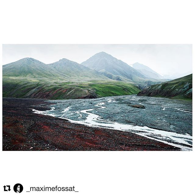📷@_maximefossat_ ・・・ . For any travel-info . ➡️ www.visitpamirs.com . ⛰🏔🗻🏔⛰ Somewhere in the no mans land that separate Kyrgyzstan and Tajikistan in the High Pamir mountains. Altitude ~4000m / August 2017. #visitpamirs #roofoftheworld #visitpamirs #kyrgyzstan #tajikistan #centralasia #pamir #pamirmountains #mountains #river #altitude #summer #holidays #nature #naturephotography #rest #landscape #wild #landscapephotography #pamirhighway #m41 #roadtrip #road #travel #travelphotography #photography #myfeatureshoot  #leica #leicam #summilux #35mm