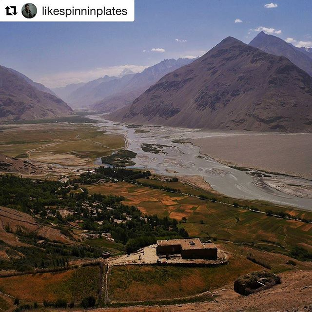 📷 @likespinninplates ・・・ ➡️ www.visitpamirs.com - View from the ruins of Zong fortress, with #Tajikistan on the left of the river, #Afghanistan on the right. #Pakistan is some 15km on the other side of the range. #visitpamirs #pecta #roofoftheworld #WakhanValley #WakhanCorridor #Wakhan #PamirHighway #Таджикистан #Тоҷикистон #RoadTrip #TravelPhotography