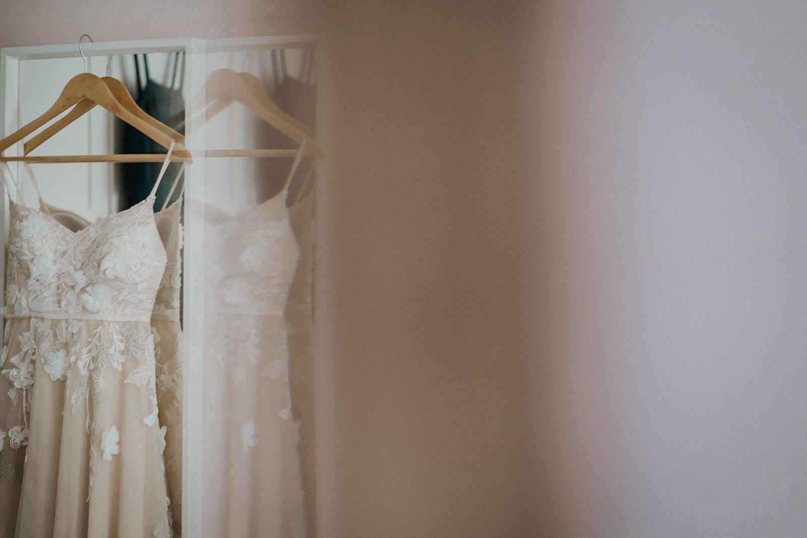 the-olde-bell-wedding-photography-jade-jonnie-23.jpg