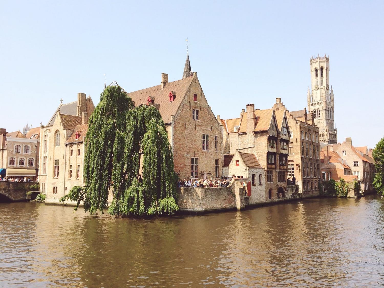 Vistas al Belfort desde el canal de Brujas