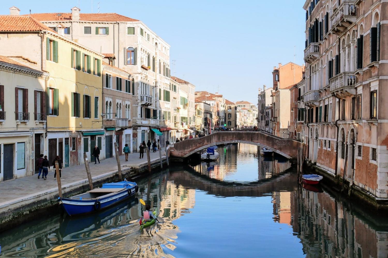 Canales de Venecia cerca de la antigua judería