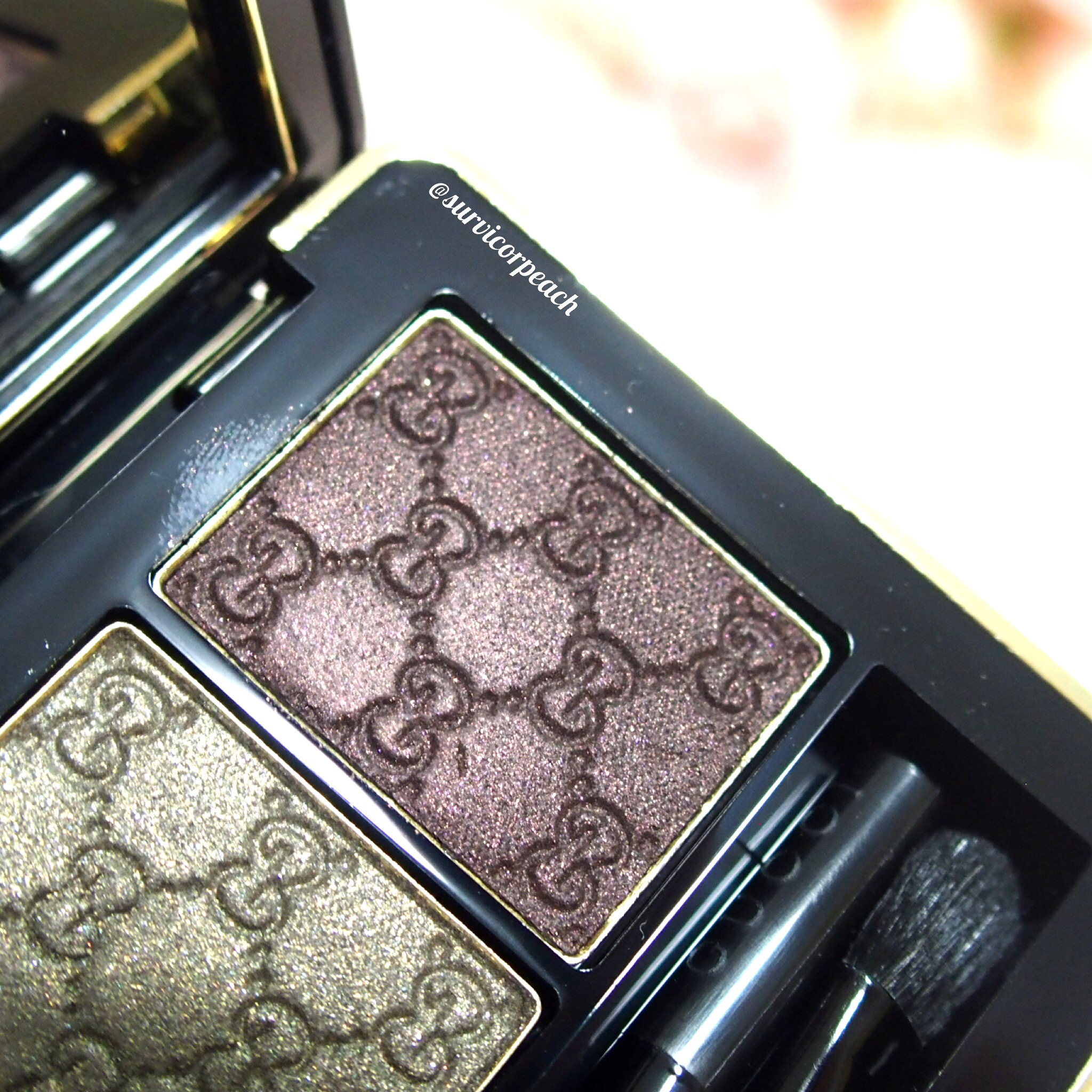 Gucci Fume Magnetic Color Shadow Duo - right (in artificial light)