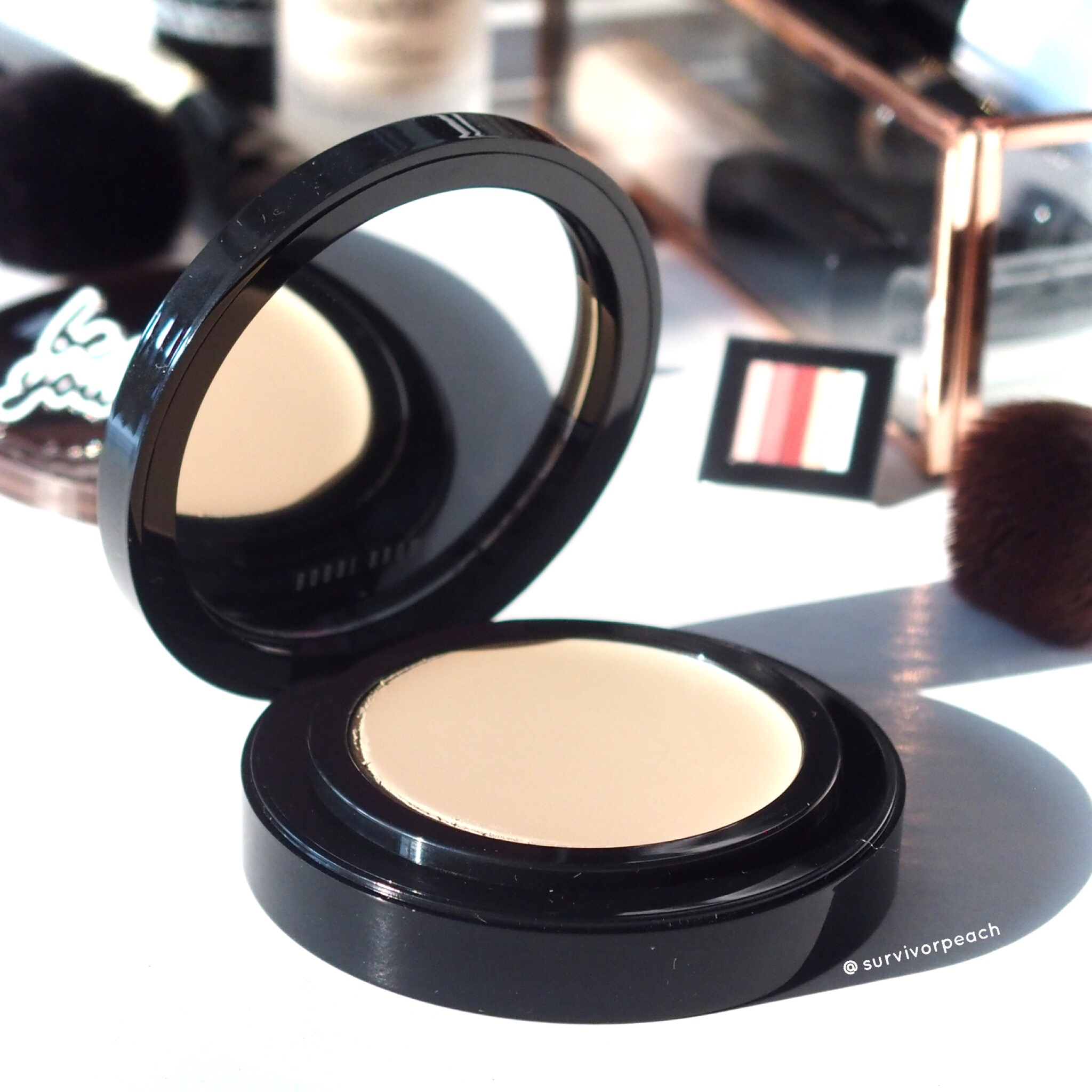 Bobbi Brown Skin Long Wear Weightless Compact Foundation SPF 30+++