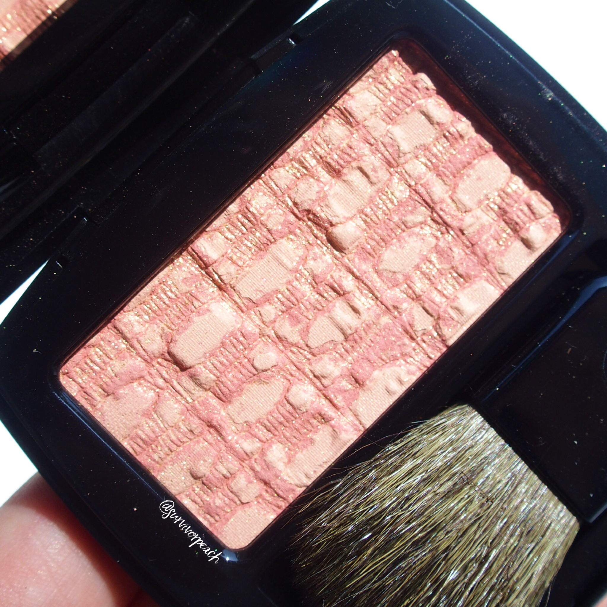 Closeup of Chanel Blush Duo Tweed Effect in shade 10 Tweed Coral