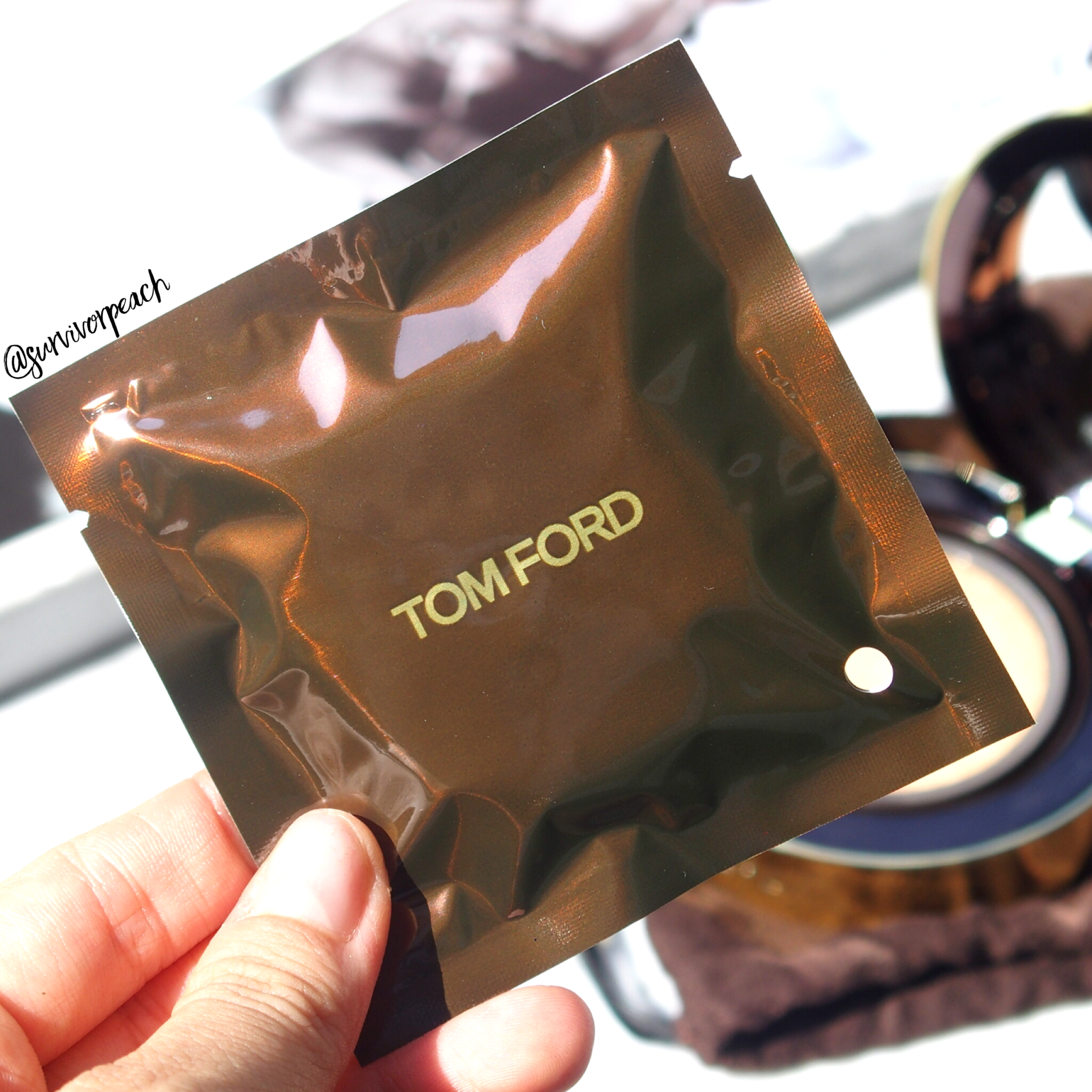 Tom Ford Traceless Touch Cushion puff