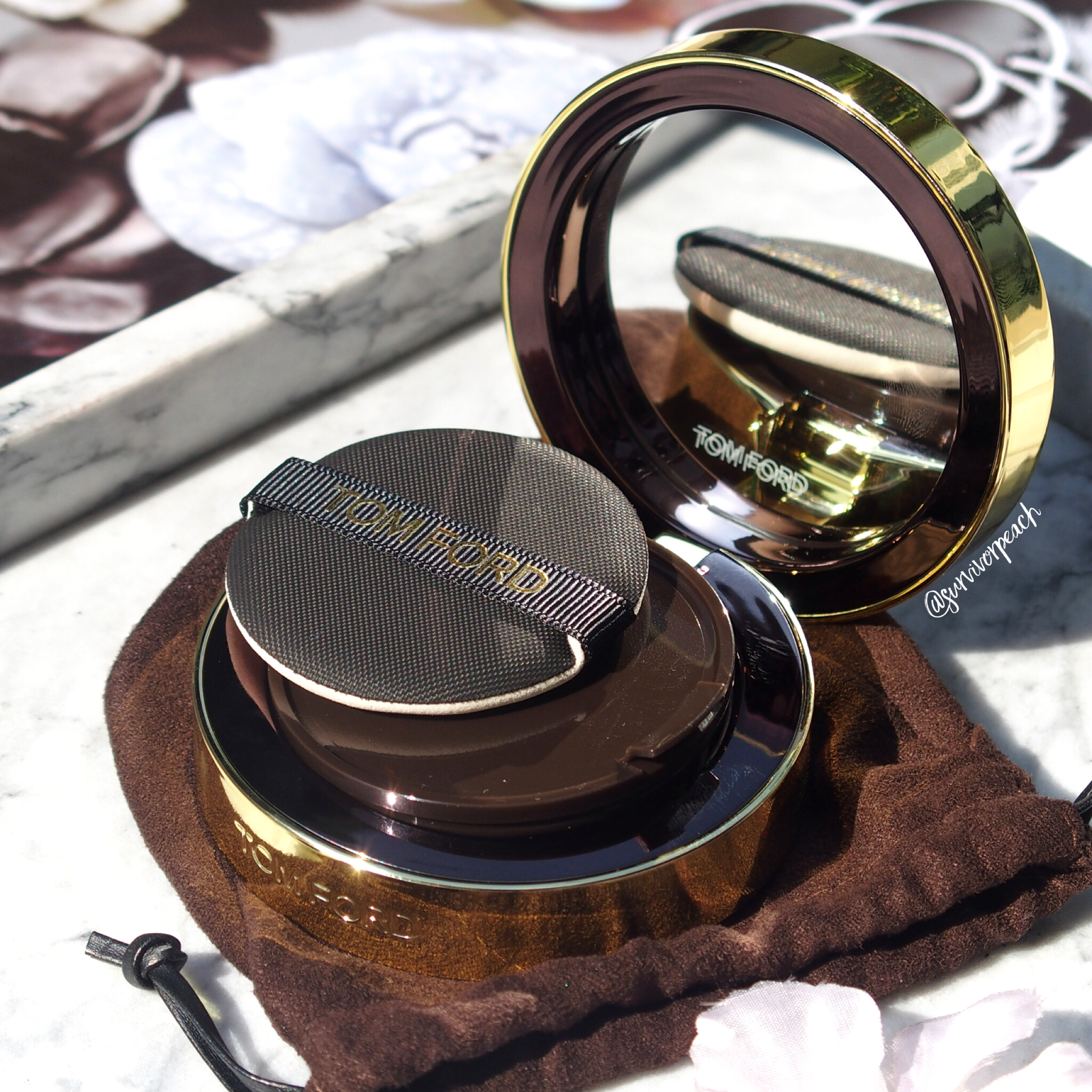 Tom Ford Traceless Touch Cushion compact