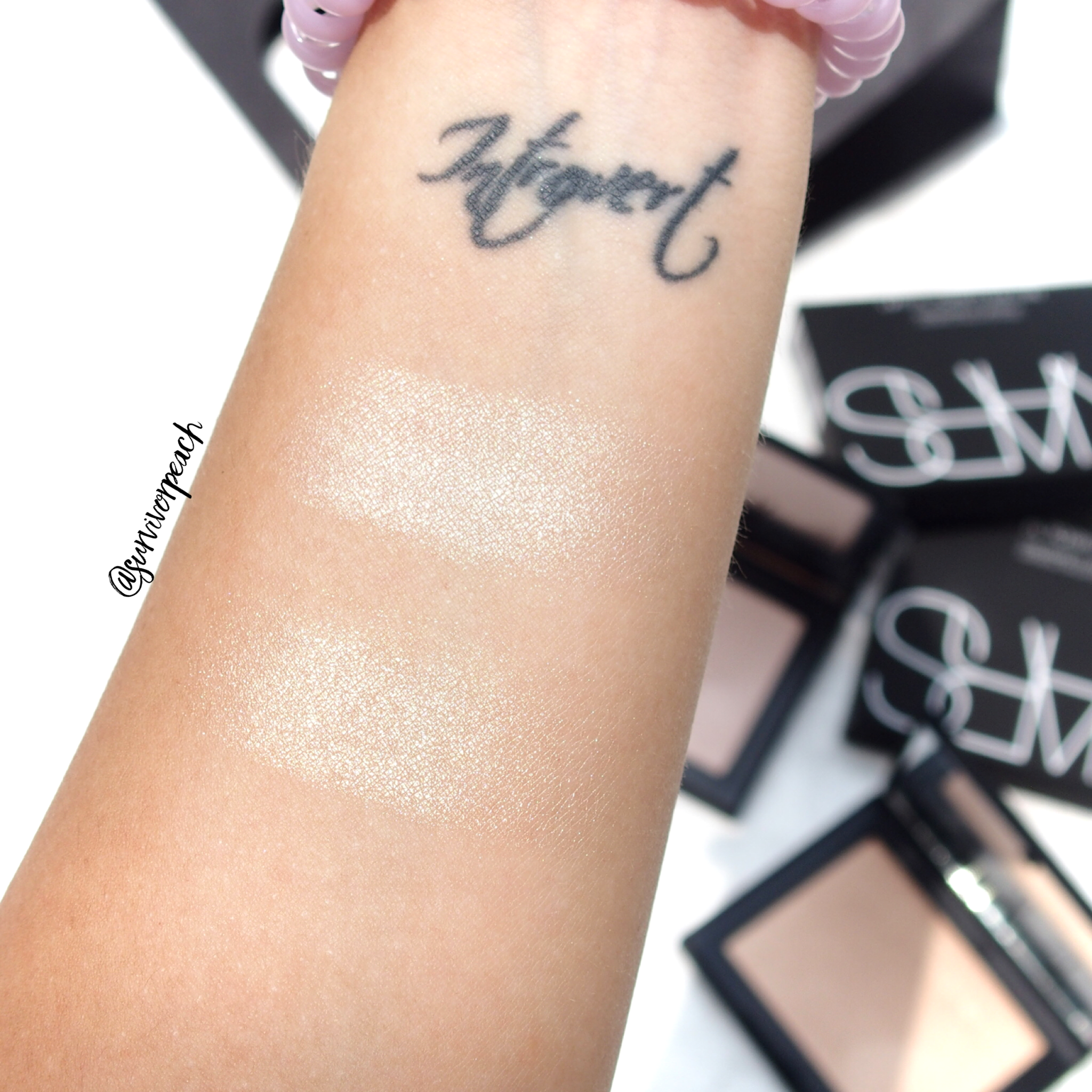 Swatches of the Nars Highlighting Powder in Capri and Ford De France
