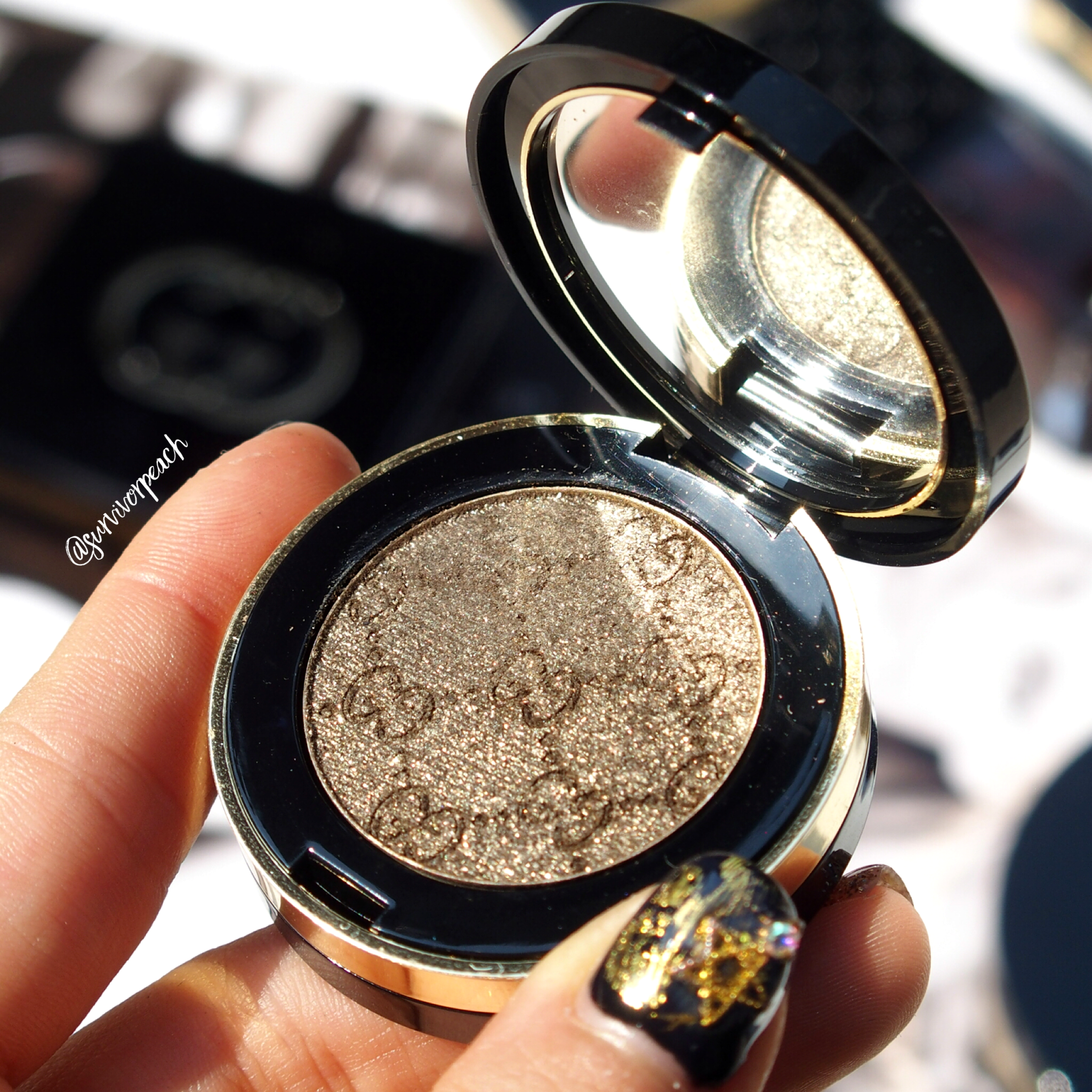 Gucci Magnetic Color Shadow Mono in shade Iconic Gold