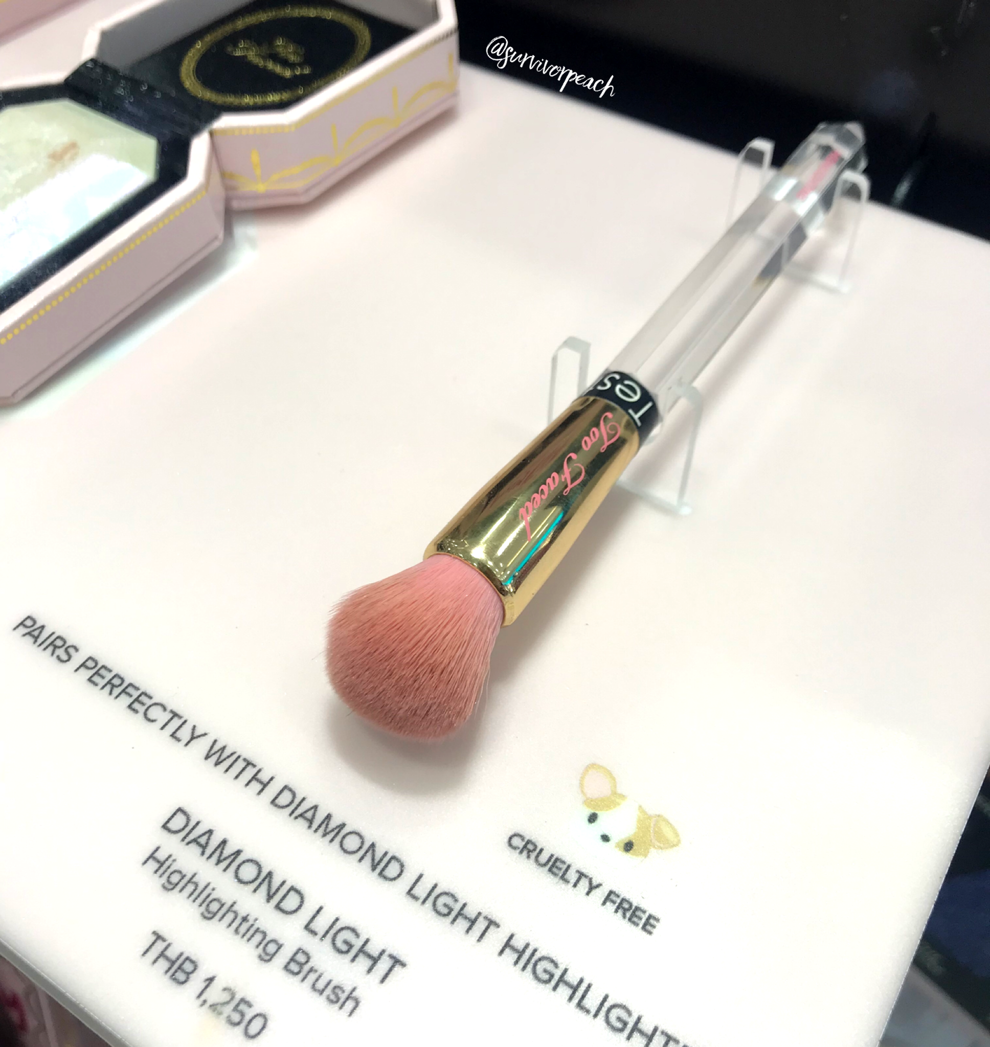 Toofaced Diamond Light Highlighting Brush