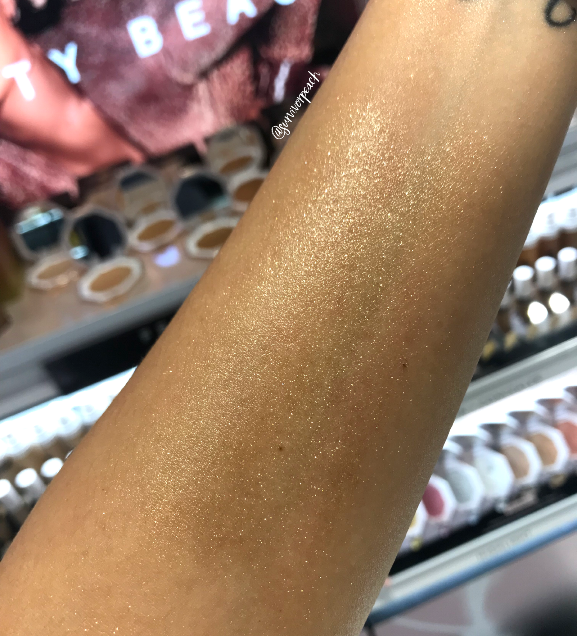 Swatches of the Fenty Beauty Body Lava - Trophy Wife (Gold)