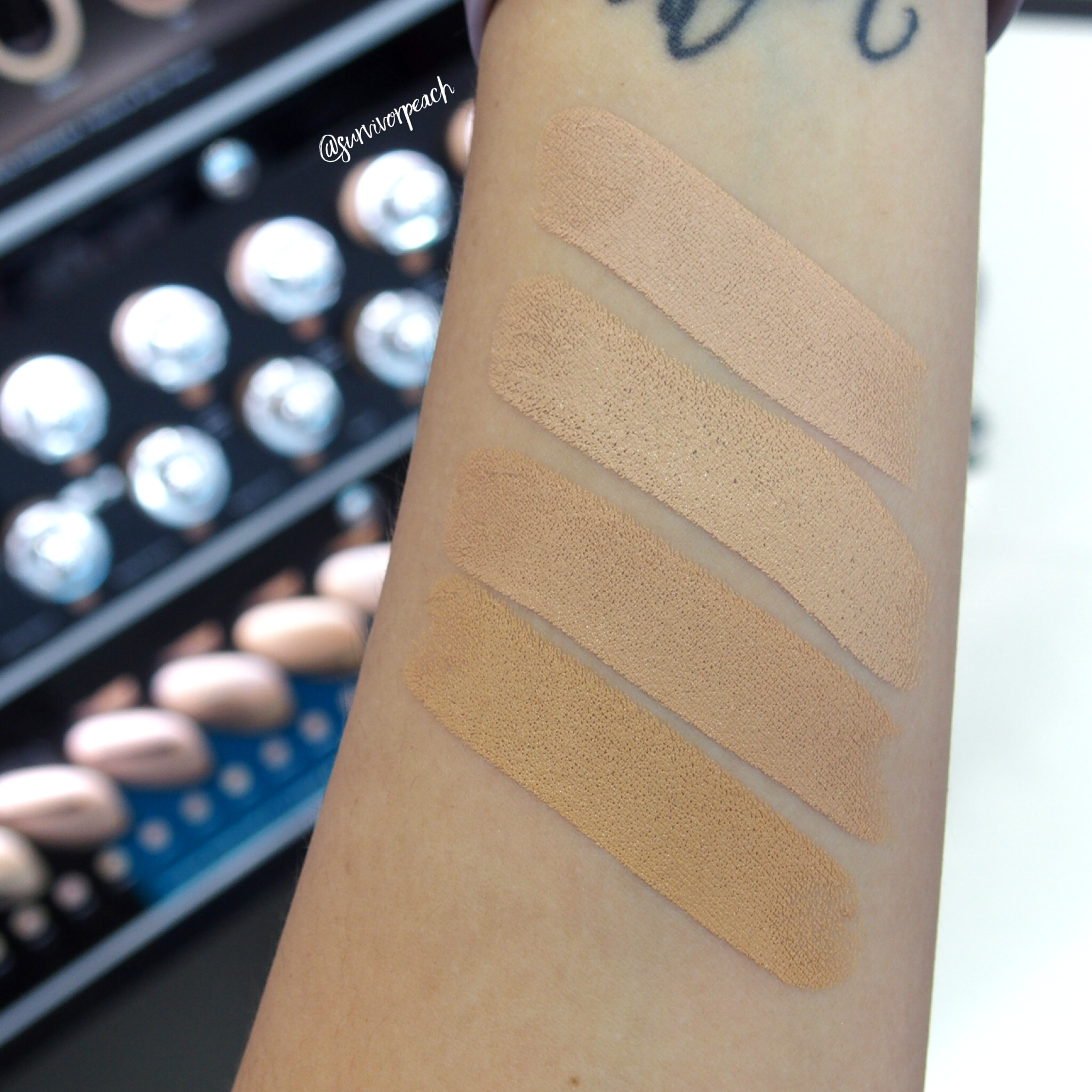 Marc Jacobs Accomplice Concealer & Touch Up Stick swatches - Medium