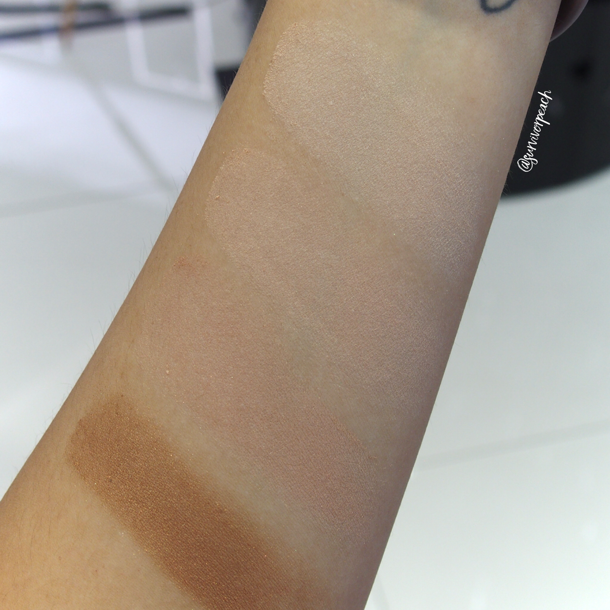 Marc Jacobs Accomplice Instant Blurring Beauty Powder swatches