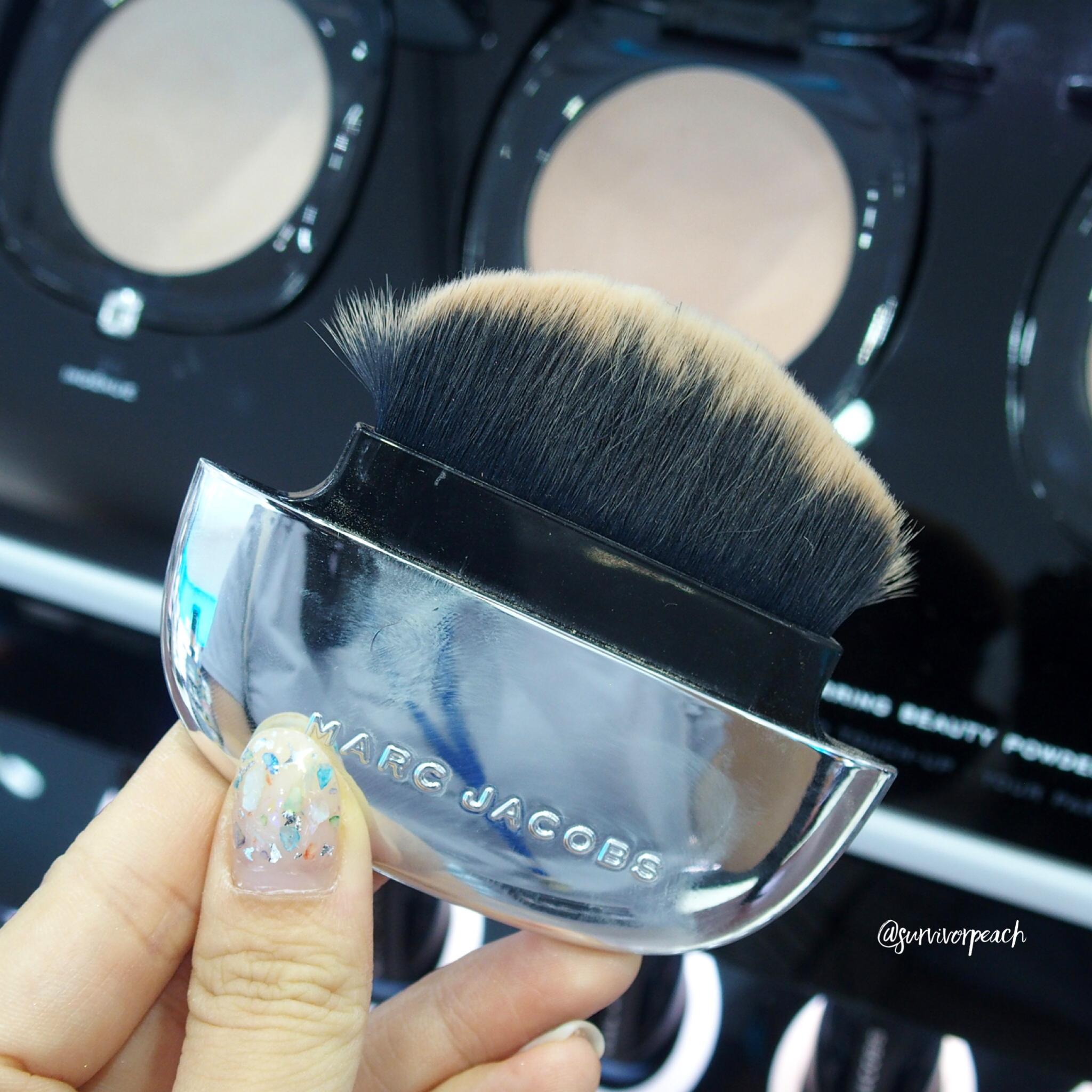 Marc Jacobs Accomplice Marc Jacobs Accomplice Instant Blurring Beauty Powder - compact brush