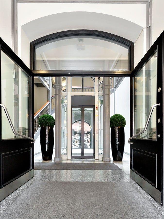 Bilde inngangsparti forran heisen i Karl Johans gate 8.jpg