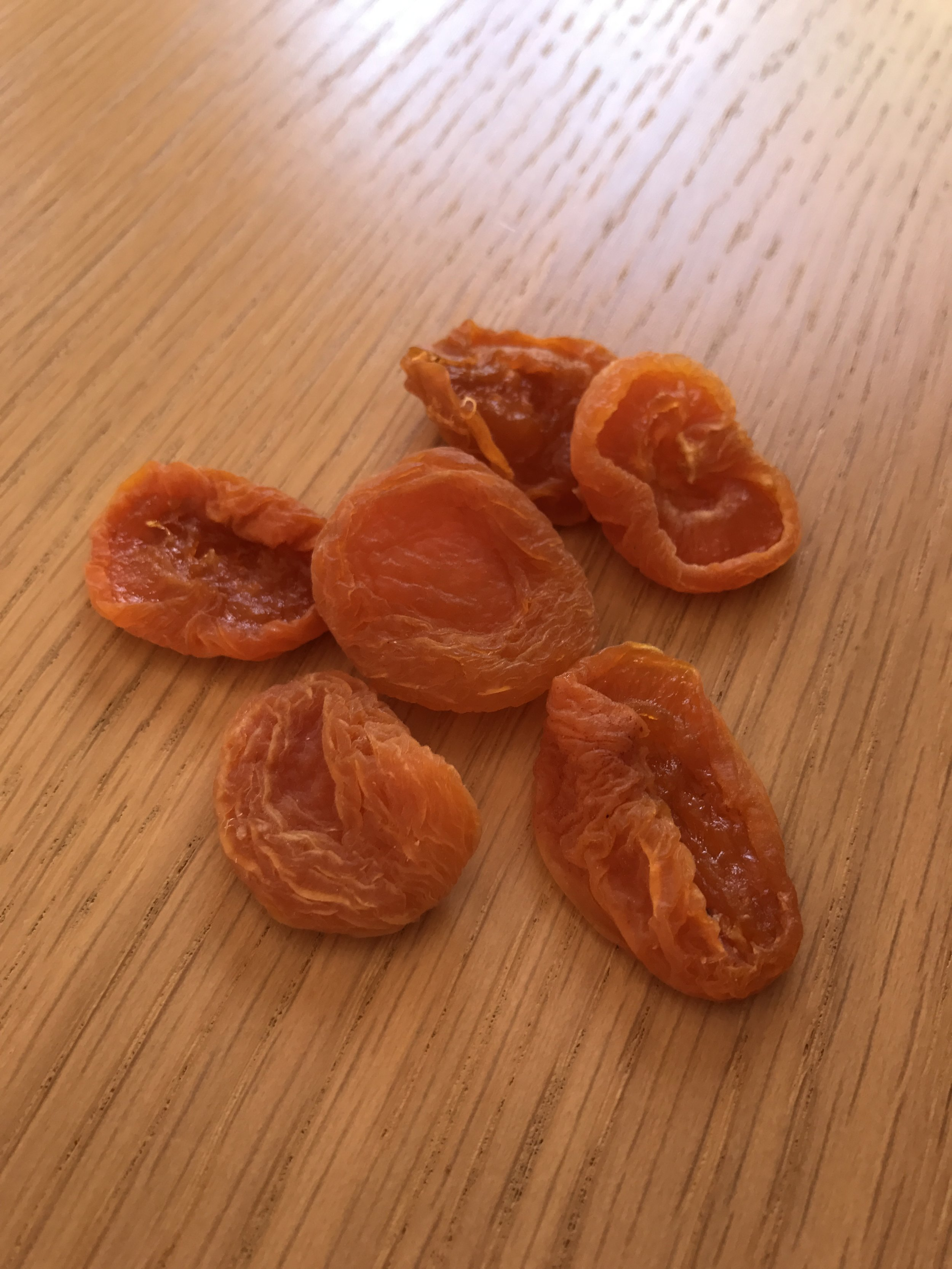 A serve of dried apricots