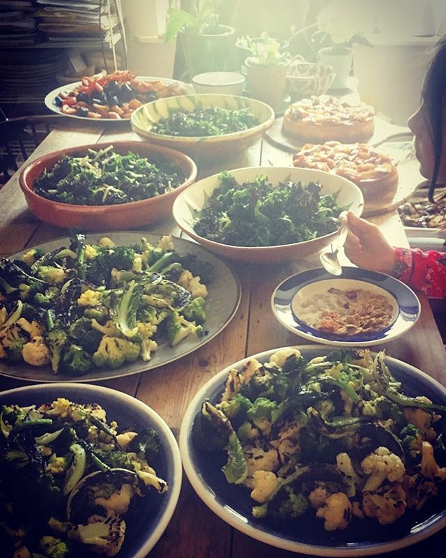 Work life balance...not sure have mastered it yet...or ever will for that matter 😔 Scarlett eating breakfast in amongst various salads for @thelovemagazine #lunch #stockwellkitchen . . . . #foodlover #food #foodstagram #foodporn #foodie #instafood #instagood #catering #privatecatering #shootcatering #fooddelivery #dailyfoodfeed #vegetables #plantbased #healthyfood #nomnom #lovefood #londoneats #londonfood #katethecook