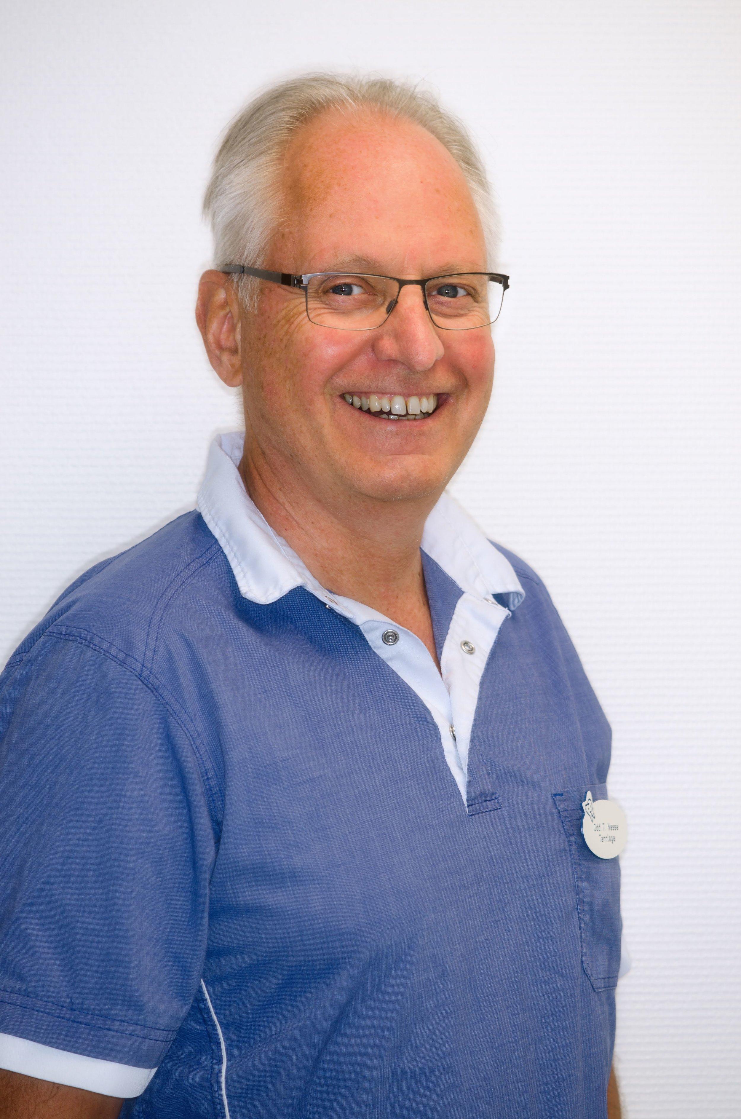 Tannlege Odd T. Nesse - spesialkompetanse implantatprotetikk - Partner