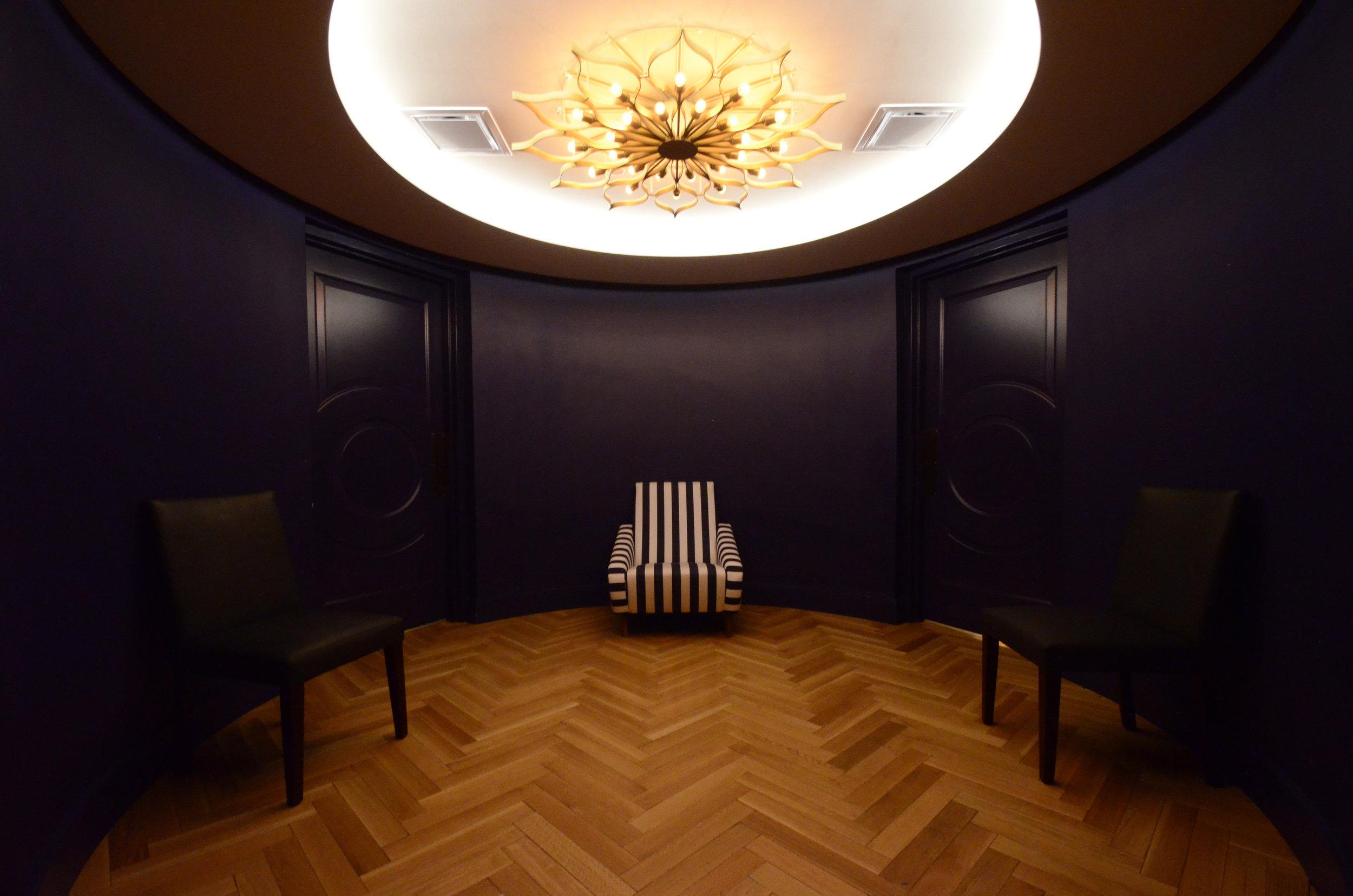 restroom_lobby.JPG