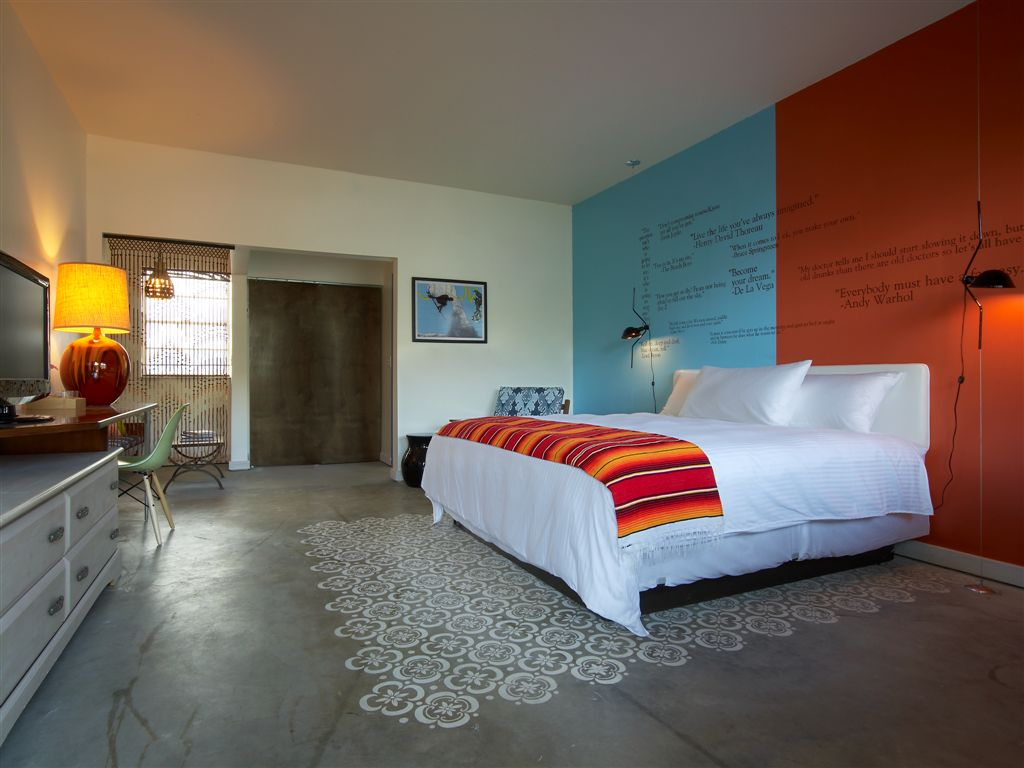 Postcard Inn Rooms 12.jpg