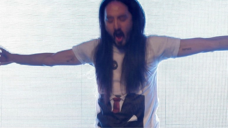 UNLIKE CITY GUIDES   Avant Garde Diaries   Steve Aoki - Spirit shaped by music    Flying cakes, champagne showers, thousands of party people: Steve Aoki's gigs are over the top and unpredictable, and that's precisely the point. Born in Miami in 1977, Aoki can be called one of the most successful DJs and music producers of today. Through his label,MAKRecords, Aoki has helped shape the trajectory of electro-house music for the past 15 years. His creative output is all the more extraordinary when you look at his tour schedule; Aoki plays around 250 gigs a year, but still finds time to release records, do remixes, design for his ownMAKclothing line, and even make an entry to the Avant/Garde Diaries .