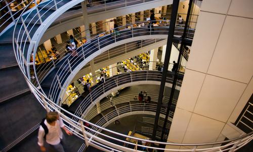 La bibliothèque de la London School of Economics, université située au centre de Londres.   Photo : Mulloom 2
