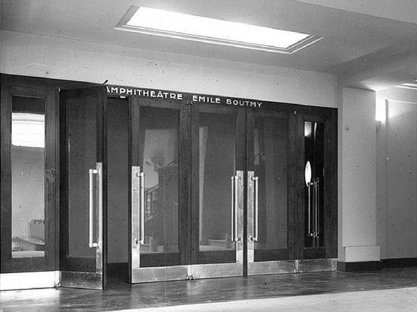Entrée de l'amphithéâtre Émile Boutmy, construit dans les années 1930   Photo : Archives Sciences Po