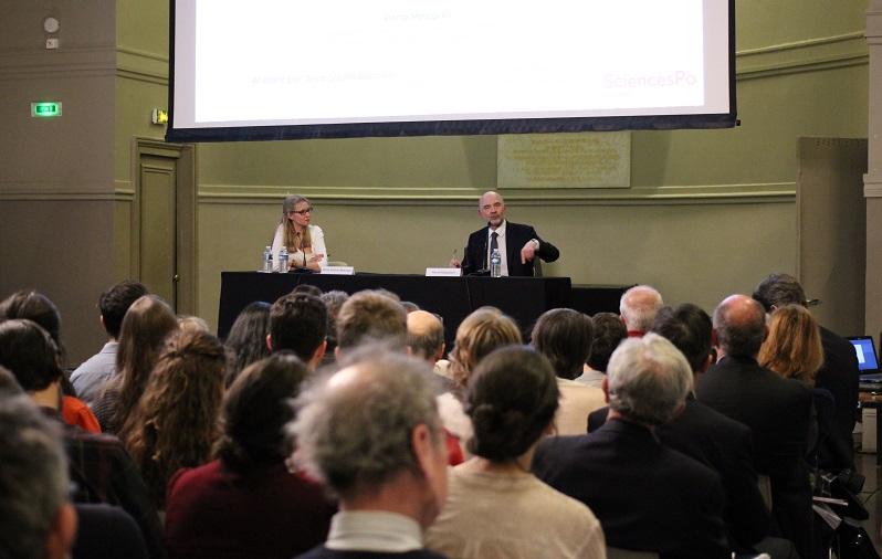 Pierre Moscovici lors de la conférence organisée par la rédaction d'Émile