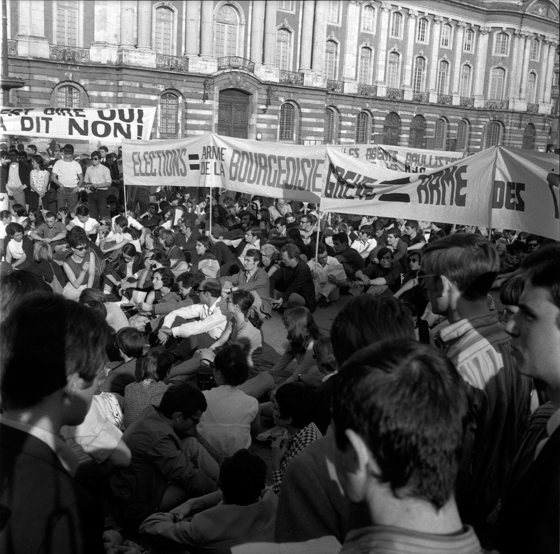 Toulouse, Place du Capitole, 11 ou 12 juin 1968 (Crédit photo : Fonds André Cros)