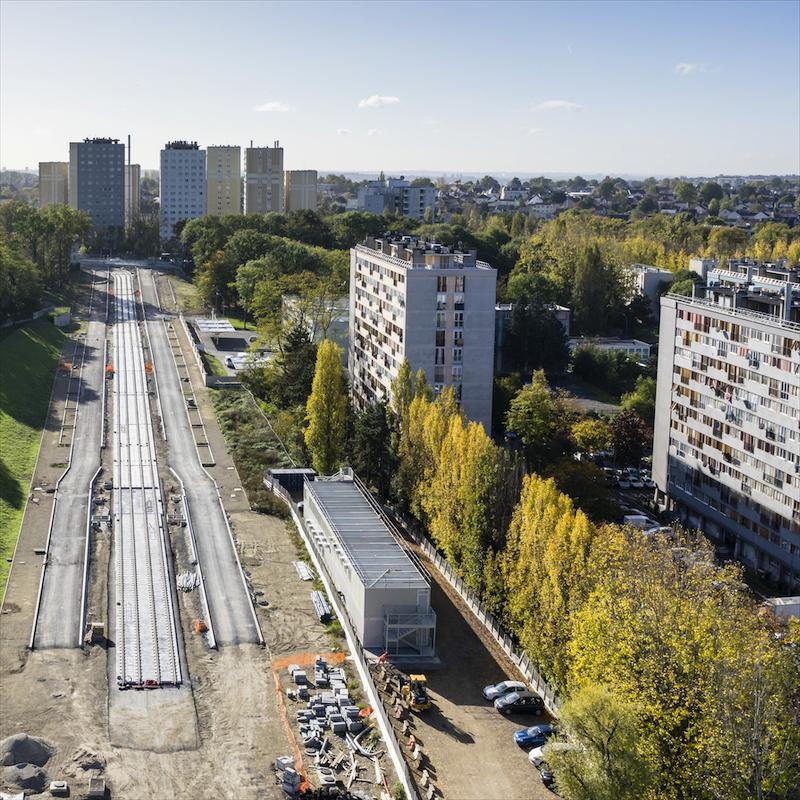 Banlieues parisiennes - Marche ou rêveClichy-sous-Bois au nord, Malakoff au sud : deux villes qui font partie de « la banlieue parisienne », et dans lesquelles se dessinent deux réalités disparates.